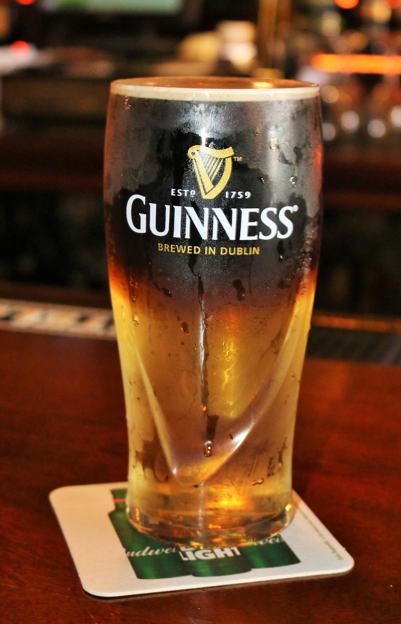 A perfect Guinness Black Velvet