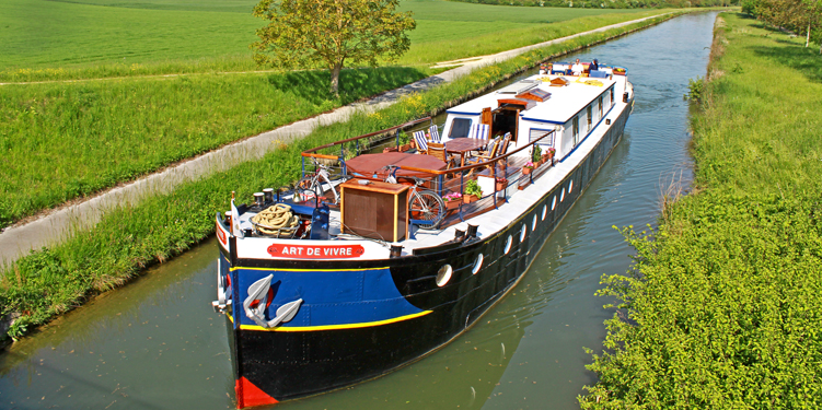 barging L'Art de Vivre on a canal