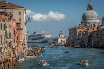 shipping cruise luggage to venice - Viking Star