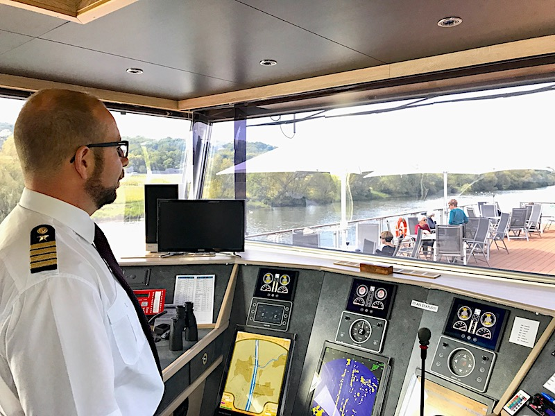 Johannes Bons, Captain of the Hild, at the bridge explaining the system of locks.