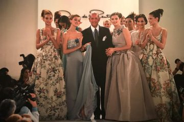 Oscar de la Renta and Models (Credit: Mary Gilbert)