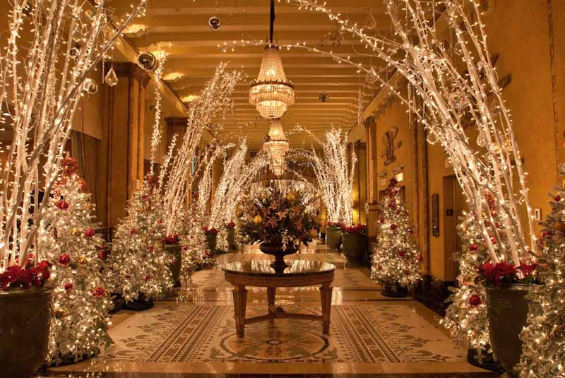 Walking through a trail of lights inside the Roosevelt Waldorf lobby (Photo credit: Roosevelt Waldorf Hotel)