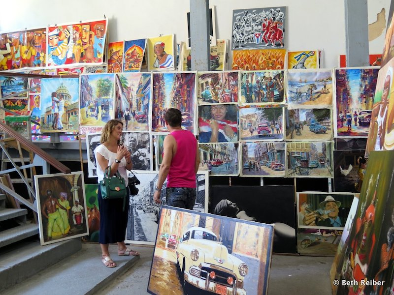 Almacenes San Jose is packed with artists selling their works