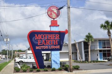 #1 Most Popular Posts: Retro Mother Earth Motor Lodge
