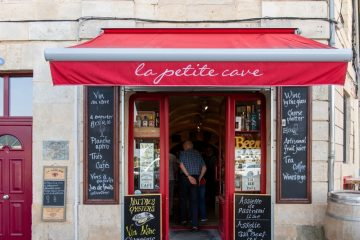 Store facade of La Petite Cave in Blaye, France