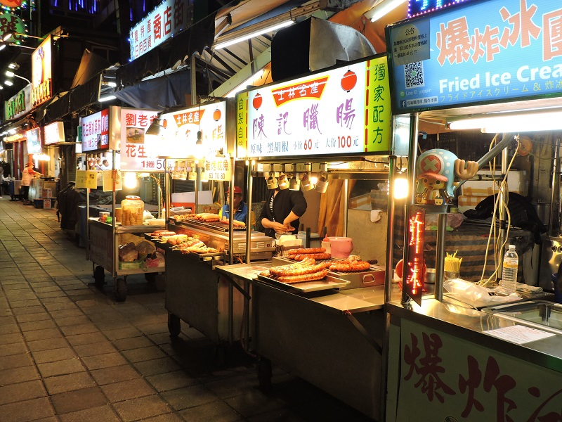 Taiwan Travel Tips - A night market before the crowds