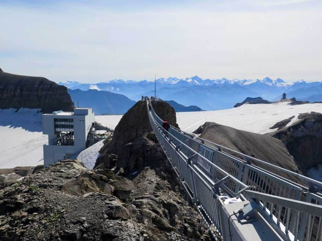 Suspension walking bridge at Glacier 30000