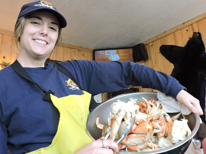 Alaska Cruise Tips:Help yourself to all-you-can-eat Dungeness crabs.JPG