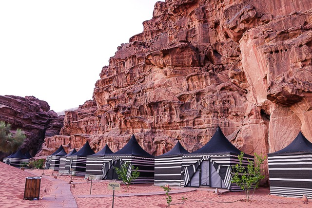 glampig tents at wadi rum