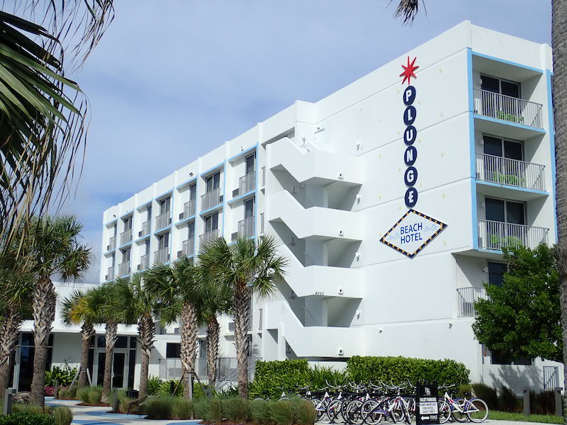 Lauderdale by the Sea: The main building at Plunge Beach Resort