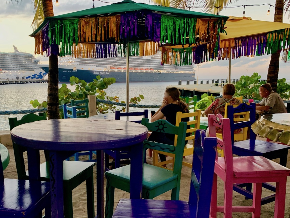 Waterfront bar, Cozumel