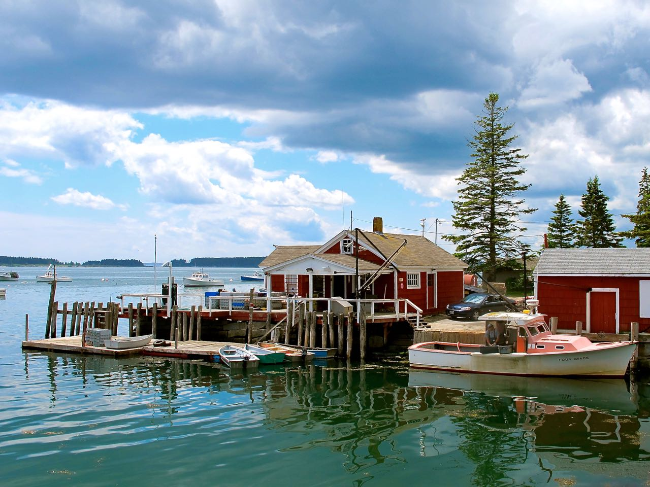a midcoast Maine fishing harbor