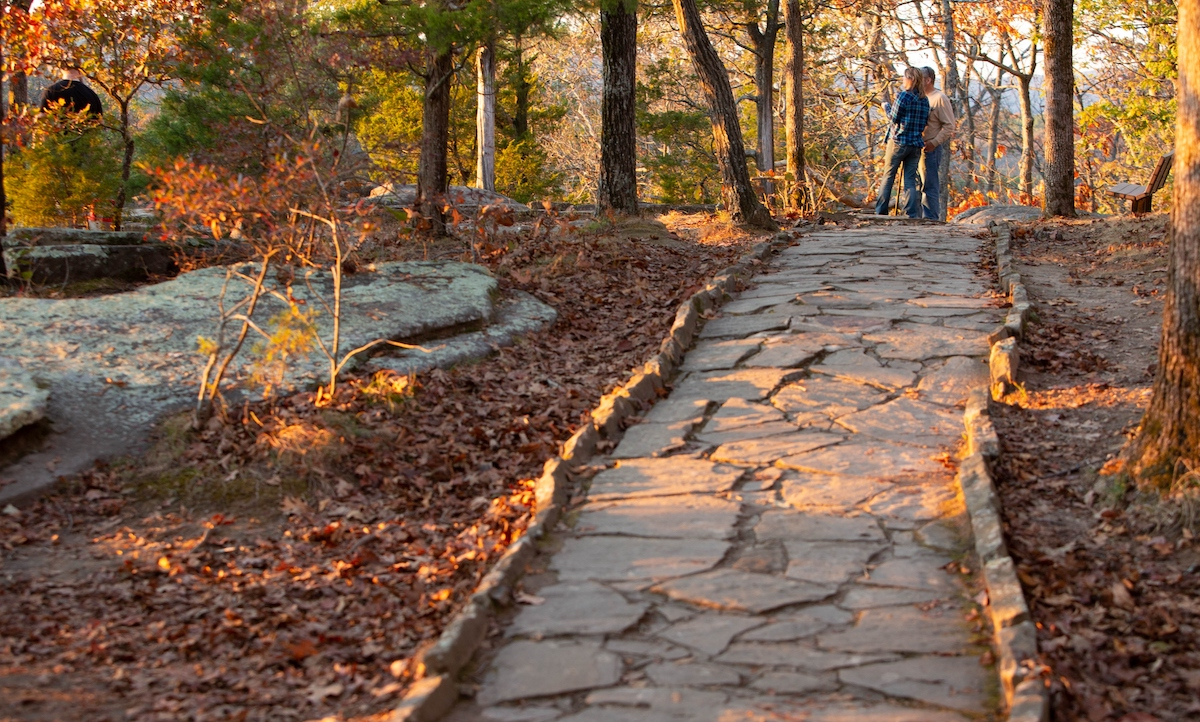 A scenic path in autumn in the Garden of the Gods (credit: Southernmost Illinois Tourism Bureau)