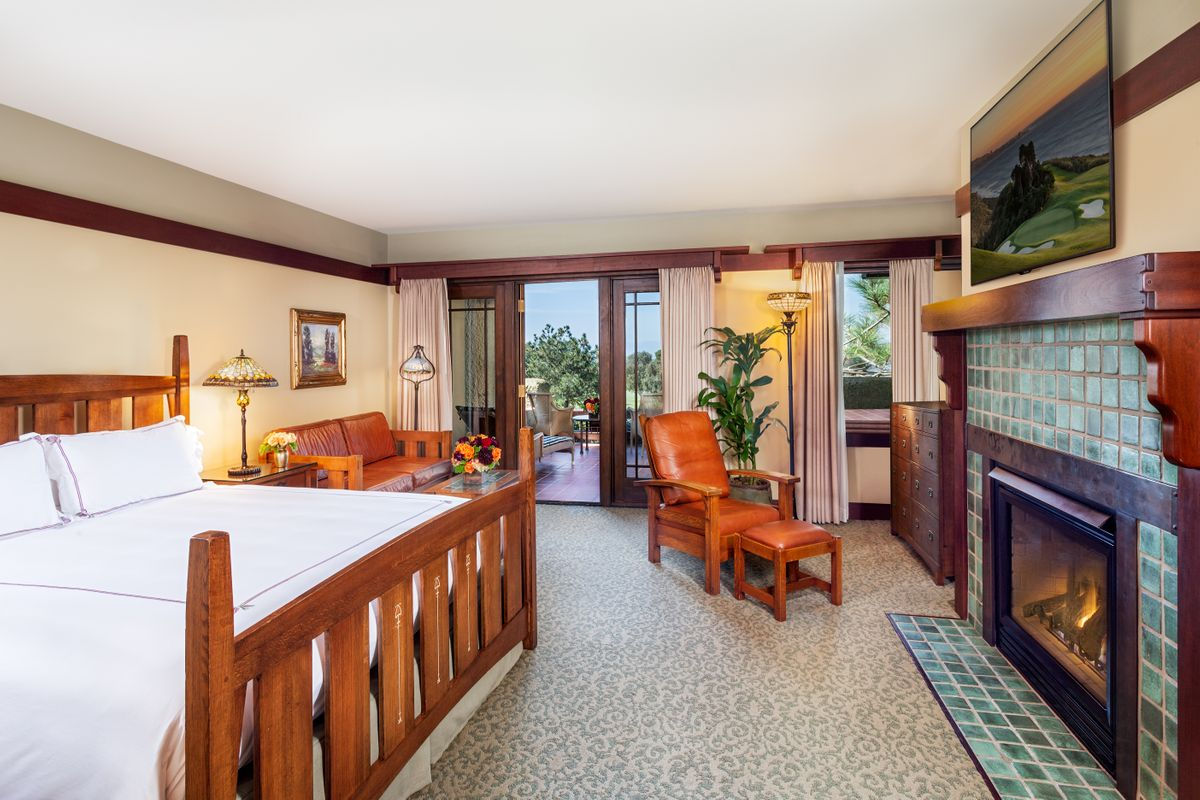 A midweek luxury getaway: Our spacious, yet cozy Palisade room (credit: The Lodge at Torrey Pines)
