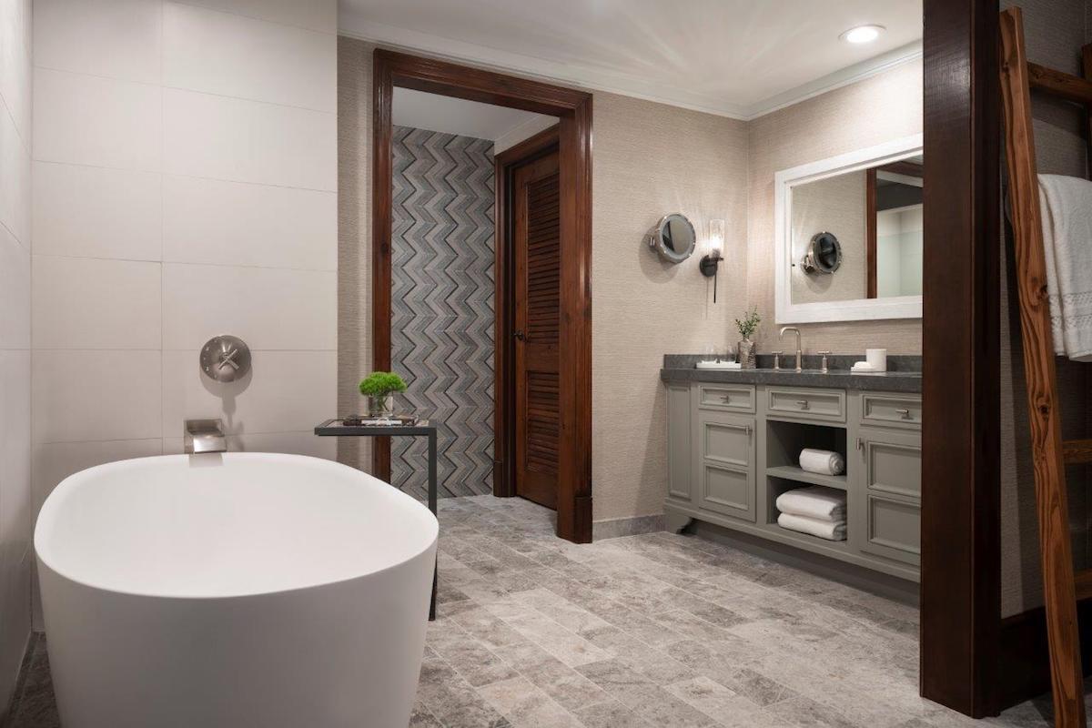 Executive Suite Bathroom (Credit: Reynolds Lake Oconee)
