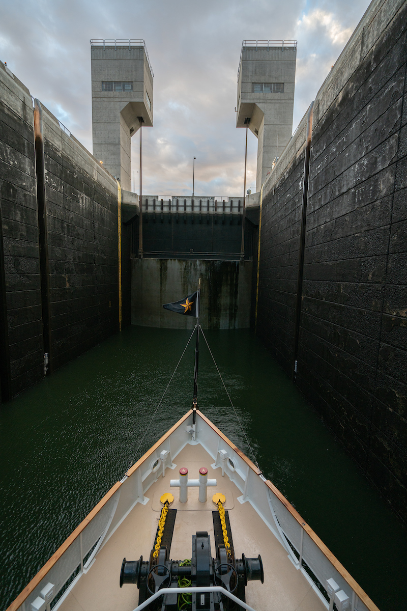 Entering a lock on the Columbia River