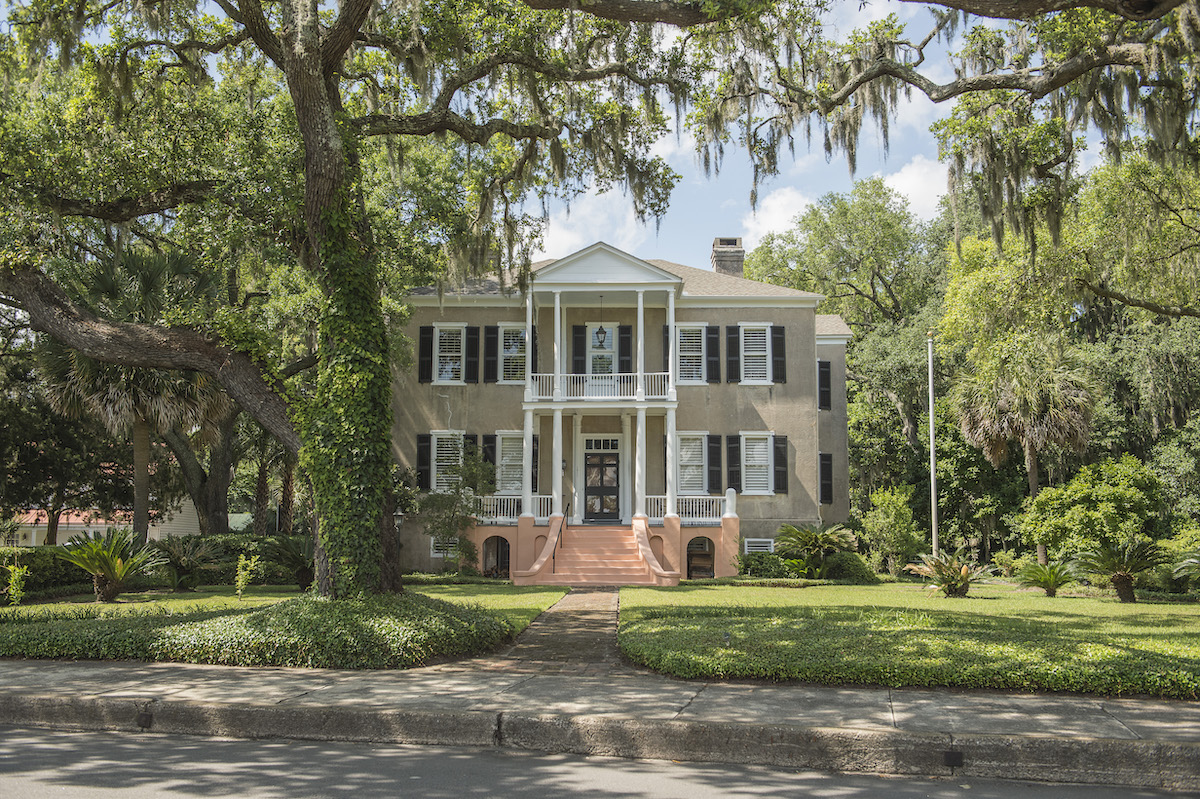 Gracious southern homes and majestic Live Oaks line the streets in downtown Beaufort